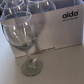 12 rødvinsglas  18 hvidvinsglas  5 kr pr stk.
