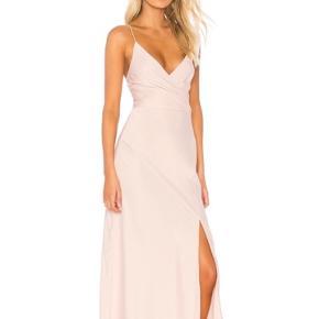 Smukkeste kjole fra C/MEO i størrelse small.