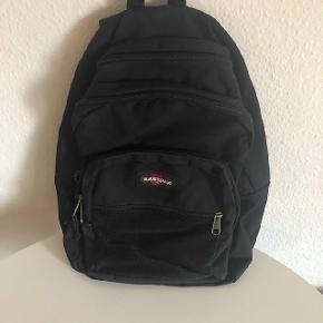 Eastpak skoletaske til drengeBrugt men i god stand  Køber betaler fragt