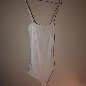 Super lækker hvid body-stocking fra mærket Frakment i størrelsen S/M. Har aldrig været brugt.