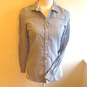Skøn skjorte - i lækkert stof - rar at have på. Figursyet 👌🏻