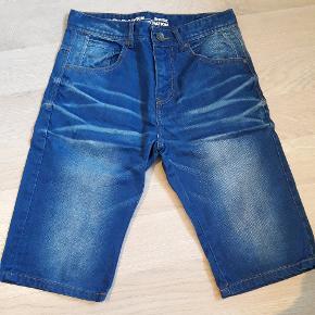 Llkre shorts. Str. 28. Svarer til str. 158. Se også andre shorts til drenge.