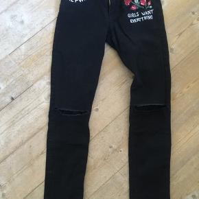 Fede sorte jeans i rigtig god stand
