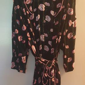 Smuk kimono, brugt 2 gange.