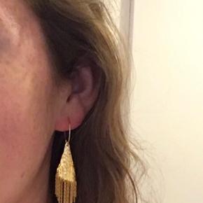 Fineste øreringe fra Maanesten. Brugt enkelte gange og er som nye.