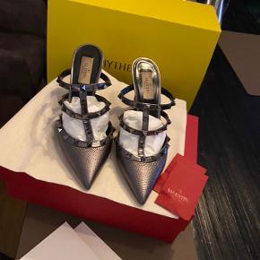 Smukkeste valentino sko, 10 cm, brugte Max 4 gange.  Alt medfølger
