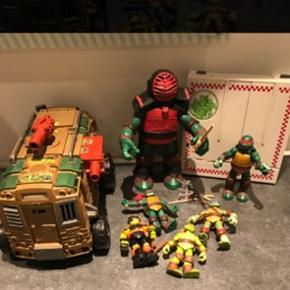 Blandet Ninja Turtles sælges samlet. Det hele er i pæn stand. Kom med et realistisk bud. 6700/Rørkjær