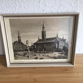 Rådhuspladsen billede i ramme -fast pris -køb 4 annoncer og den billigste er gratis - kan afhentes på Mimersgade 111 - sender gerne hvis du betaler Porto - mødes ikke andre steder - bytter ikke