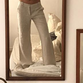 Hørbukser 100% hør Har lagt dem ned så de passer mig, jeg er 174cm  Indvendig benlængde: 83 cm Liv: 88cm
