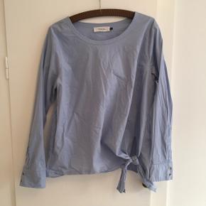 Skjorte fra Piezak - brugt under min graviditet få gange. BYD gerne