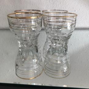 4 smukke glas Ingen skår, kun lidt brugsspor på gulddetaljerne