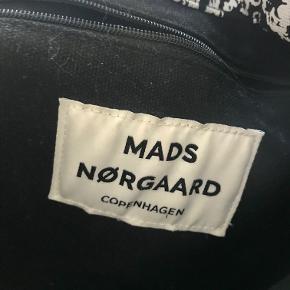 Mads Nørgaard tote bag Ja, der er plads til en computer Spørg endelig for mere info:))