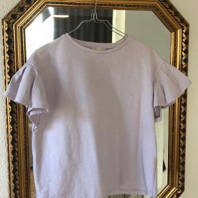 Fin lyselilla pastel t-shirt med fine pufærmer