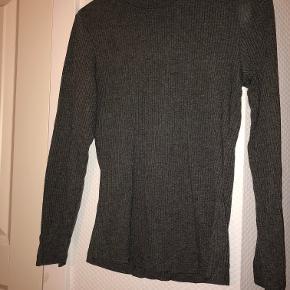 Trøjen er i god stand, og har ikke været brugt længe. Den er en str. S, men fitter XS/S.