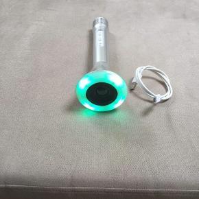 Bluetoch højtaler med LED lys & lyd Den har mange funktioner og fungerer perfekt Den lades via USB og ladekabel følger med