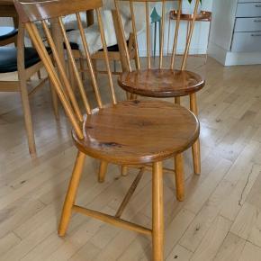 To fine stabile stole der kunne trænge til maling. 175 pr stol