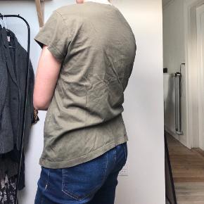 Fedeste Khaki T-Shirt Fra Moss Copenhagen  • Str. Small • 100% Bomuld  • NP: 250kr • MP: 20kr