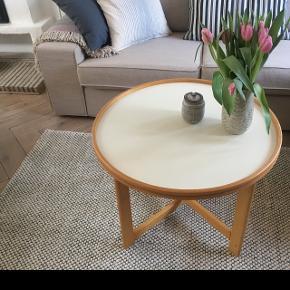 Sofabord/bakkebord pæn brugt stand diameter 70. Cm Højde 49. Cm  Pris 675. Kr  Fast pris