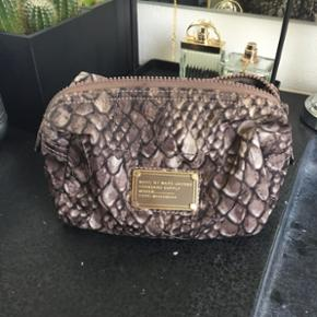 Marc by Marc Jacobs toilettaske  Nypris: 700kr