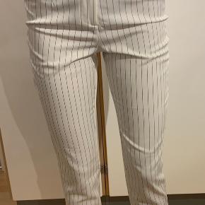 Højtaljede bukser helt intakt