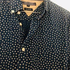 Tommy Hilfiger skjorte med stjerner. Str m