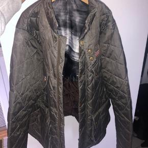 Babour jakke i str small. Næsten som ny.