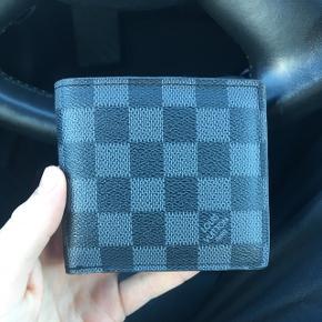 Fake Louis Vuitton. Blev snydt da jeg købte den.  Solgt