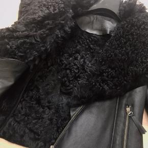 Rulams jakke. Aldrig brugt. Str 34-36. Np 3800kr. Mp 2800kr