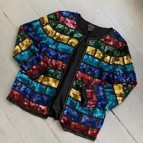 Vintage palliet/glimmer cardigan, str. XL, men jeg er en størrelse S/M (SMALL MEDIUM) til sammenligning. ❤️ god kvalitet.   Spice din nytår s kjole op, med denne fine cardigan 💘