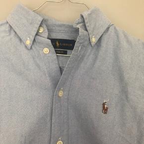 Jeg sælger min Ralph Lauren skjorte i lyseblå. Sidder perfekt og er i god stand. Skriv hvis du er interesseret :-)