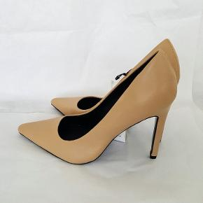Brand new with tags, never used leather heels. Very sof and comfy.