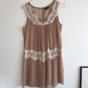 Varetype: Blonde kjole Farve: Pudder, Rosa Kvittering haves.
