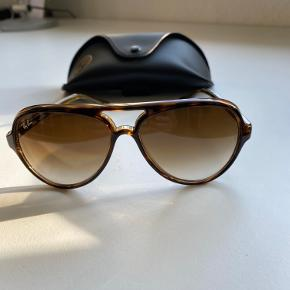 Brown 0RB4125 Pilot Sunglasses Brugt max 2 gange  ingen ridser Fejlkøb. Kvittering haves - nypris 1350,00