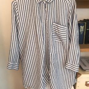 Sommerskjorte passer small-medium Kom med et bud ✌🏽🔆 Se også mine andre annoncer