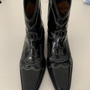 Cowboy støvler.  Brugt max 2-3 gange.  Fejler intet.