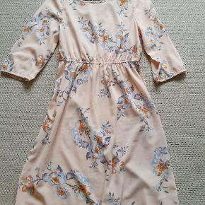 Sød kjole str s/36 Fra H&M Brugt 2 gange.