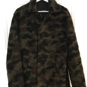 Jeg sælger denne uld jakke fra Peak Performance, som aldrig er brugt.   Den koster 1500 kr. For ny