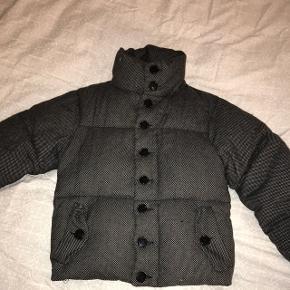 Lækker jakke fra Acne Studios, perfekt til vinter 🎄størrelse 38/M