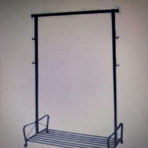 Tøjstativ fra IKEA H: 166 cm B: 110 cm D: 60 cm  Stativet står pt. Ikke samlet - sælges billigt