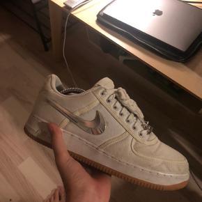 """Nike air force one x travis scott """"White"""" 1,0  Str 45 Cond 7,5-8 Byd Alt og medfølger  Kun seriøse bud Åben for trades :)"""