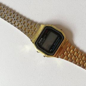 Ur fra Casio i guld, noget af guldet er slidt af derfor prisen