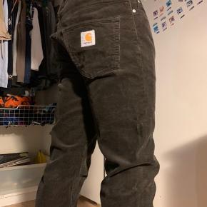 #30dayssellout Sælger de her klondike pant carhart bukser i størrelsen 30/32  De er kun brugt få gange og vasket få gange så de fejler ingenting😊  Modellen er 183 høj og bruger medium