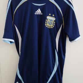 Argentinas udebanetrøje fra 2008. Fin stand, men brugt.