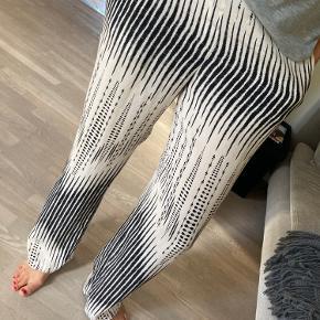 Dea Kudibal bukser