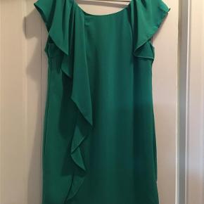 Varetype: kjole Farve: Grøn Oprindelig købspris: 299 kr.  Grøn kjole fra Vila, aldrig brugt, stadigvæk prismærke i...