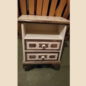 2 tables de chevets anciennes relookées