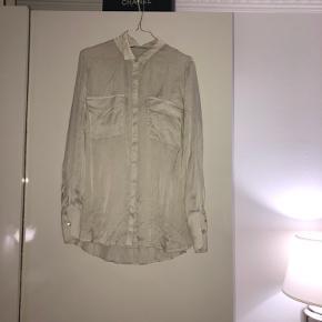 Flotteste silkeskjorte fra Gestuz