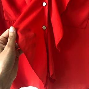 Sælger denne smukke skjorte bluse fra Malene Birger da jeg ikke får den brugt. Den er kun brugt et par gange og fremstår derfor næsten som ny. Bytter IKKE! Køber betaler porto. Har mobile pay.