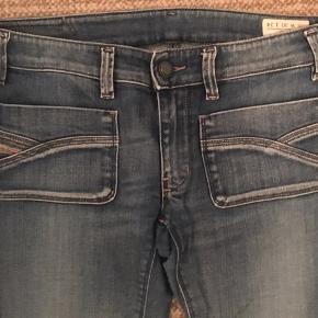 Super fede diesel jeans model Wenga i str 30/34,  kun brugt kort 2 gange så fremstår nærmest som nye  Super pasform