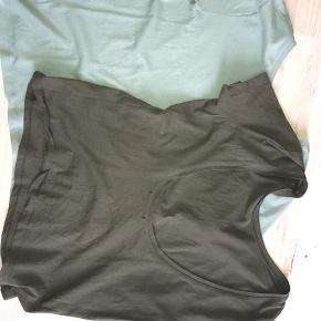 2 stk t-shirts med nedringet ryg fra Na-kd. Mærket er klippet af. Prisen er for begge:)
